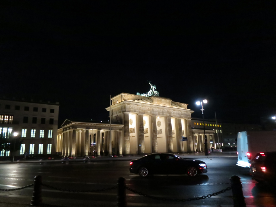 brandenburg gate at night - photo #25