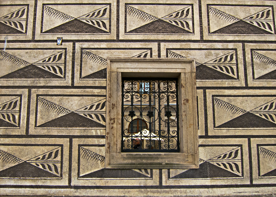 1.5_Graphic-Building-Prague-window