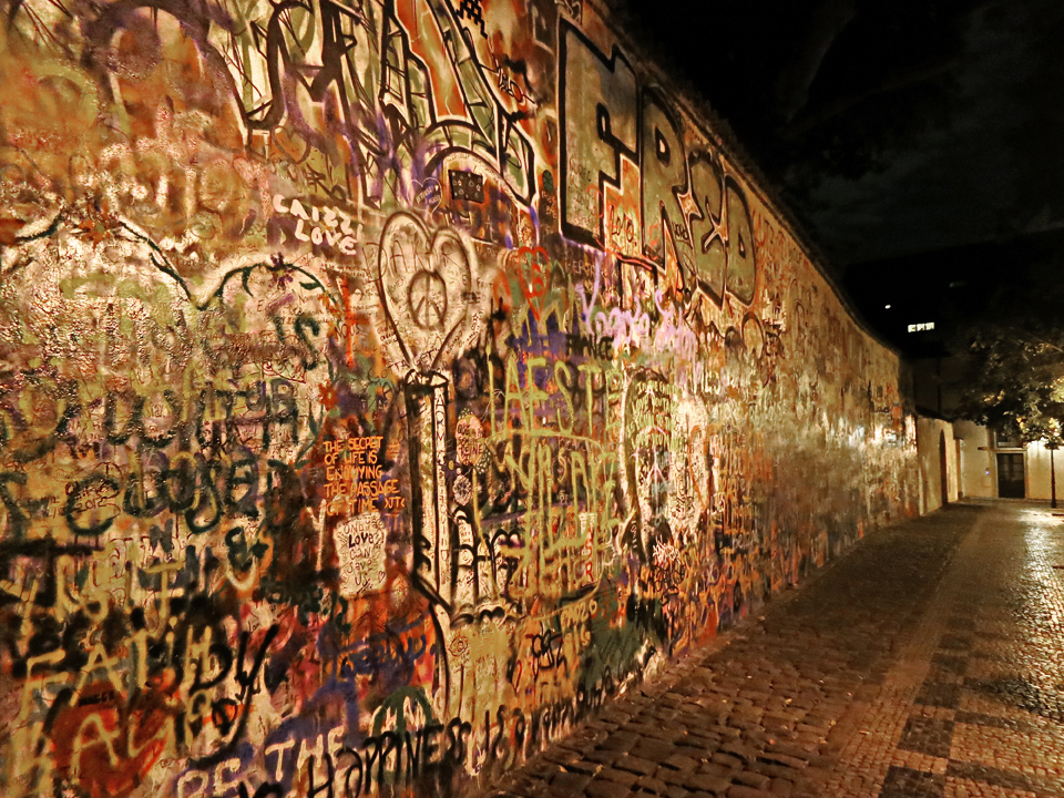 11_John-Lennon-Peace-Wall