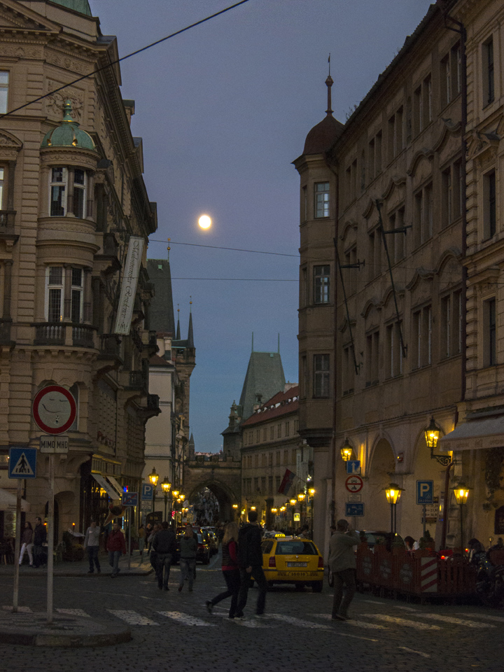 12_Full-Moon-Over-Prague