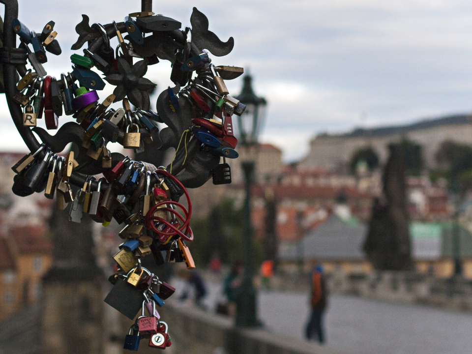 12_Love-Locks-Charles-Bridge-Prague