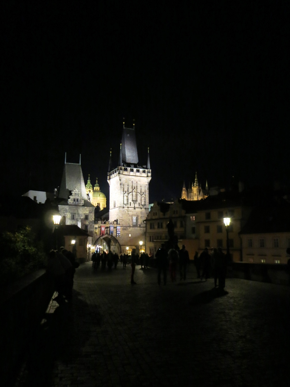 13_Charles-Bridge-Prague-Night