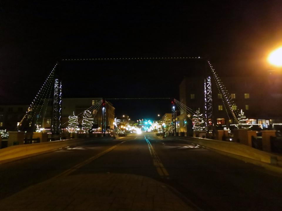 16_Christmas-Lights-Golden-Bridge
