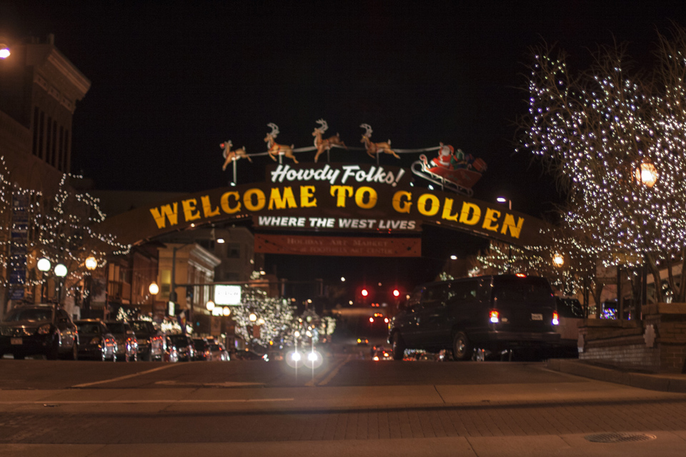 17_Santa-and-the-Golden-sign