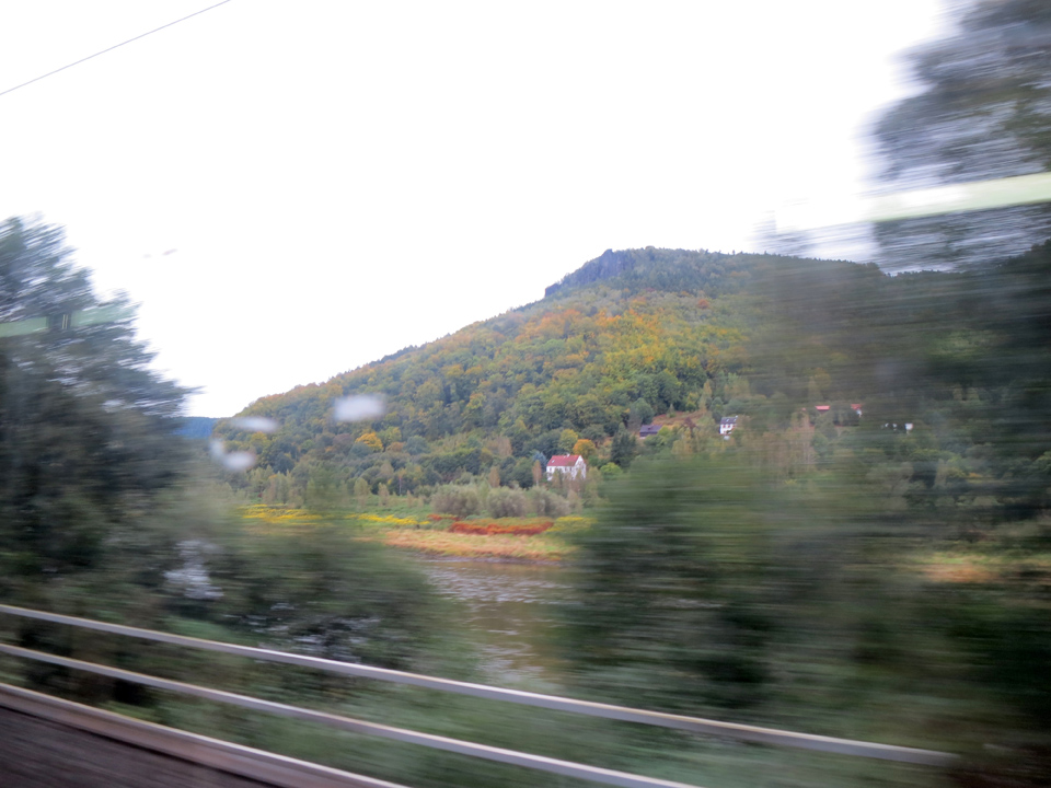 1_blurry-train-to-Prague