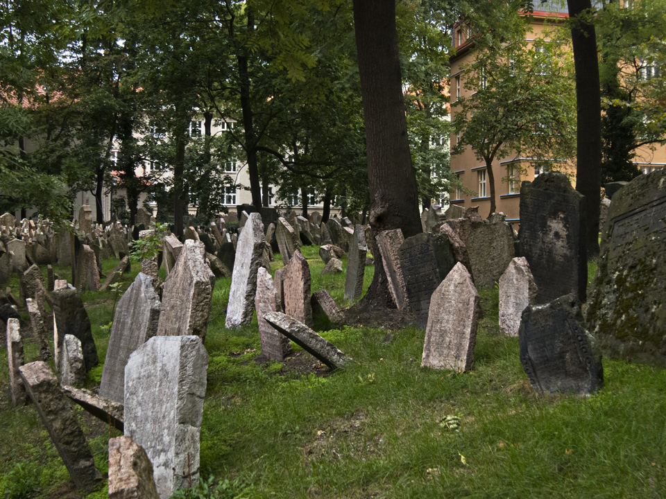 1_Old-Jewish-Cemetery-Prague