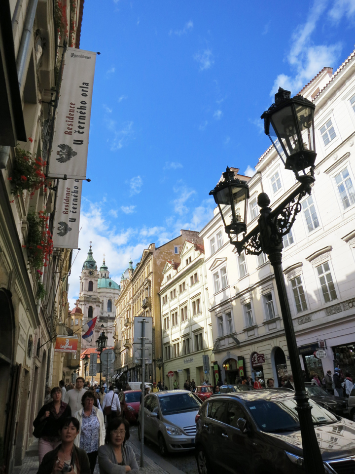 2.5_Street-in-Prague