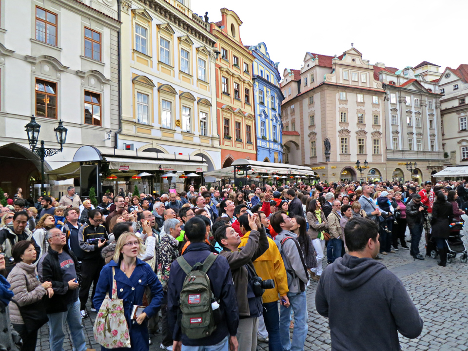 29_Crowds-Old-Town-Square-Prague