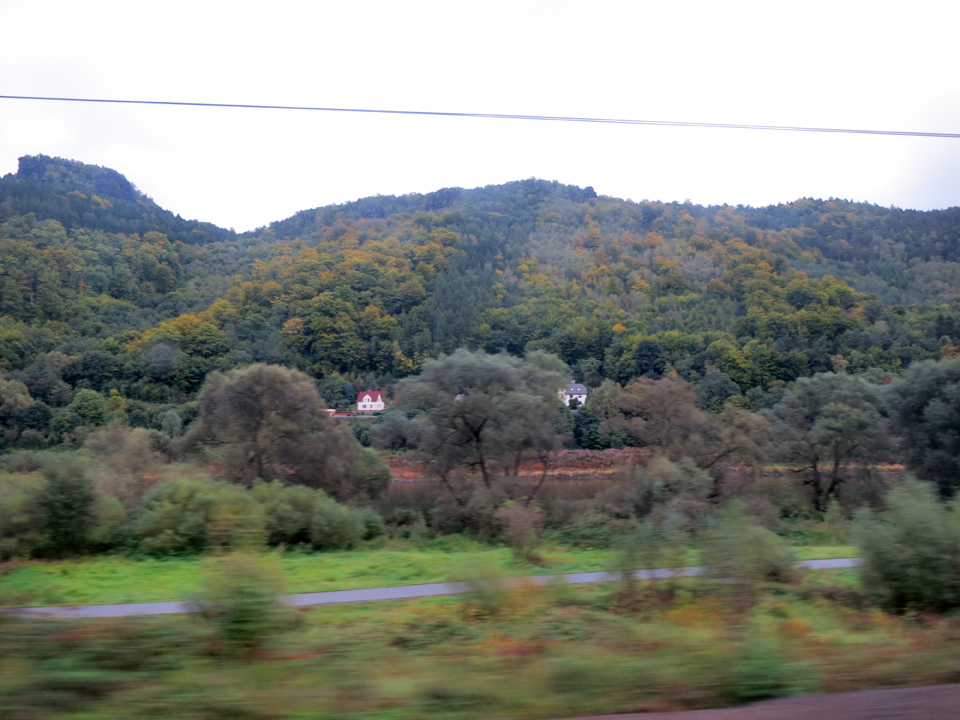 2_blurry-train-to-Prague