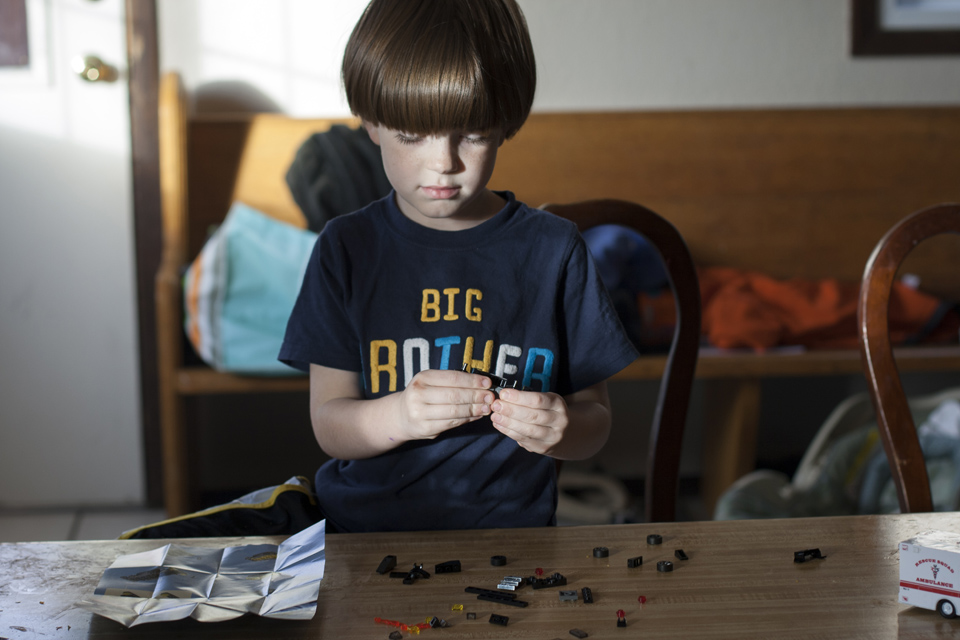 2_Concentrating-on-legos
