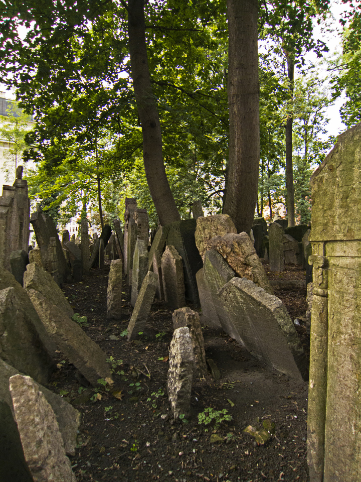2_Graves-Old-Jewish-Cemetery