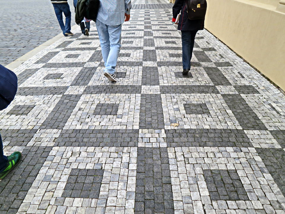 3_Graphic-Sidewalks-Prague