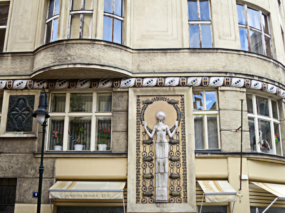 3_Woman-and-Fish-Prague-Building-Decor