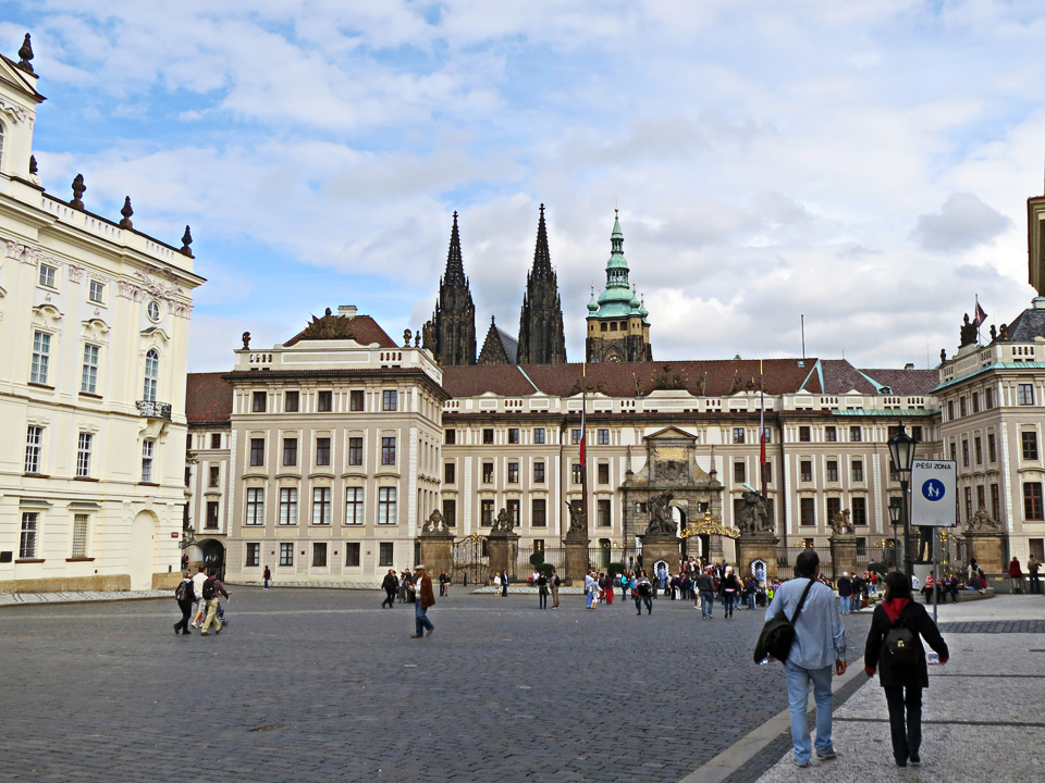 4_Prague-Castle-Entrance