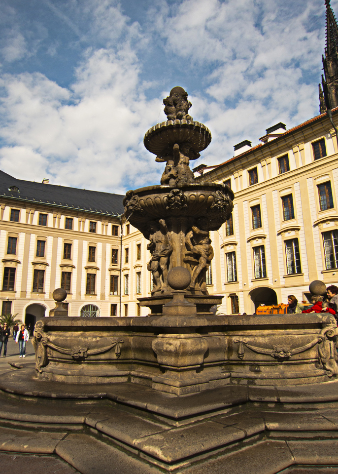 8_Prague-Castle-Fountain