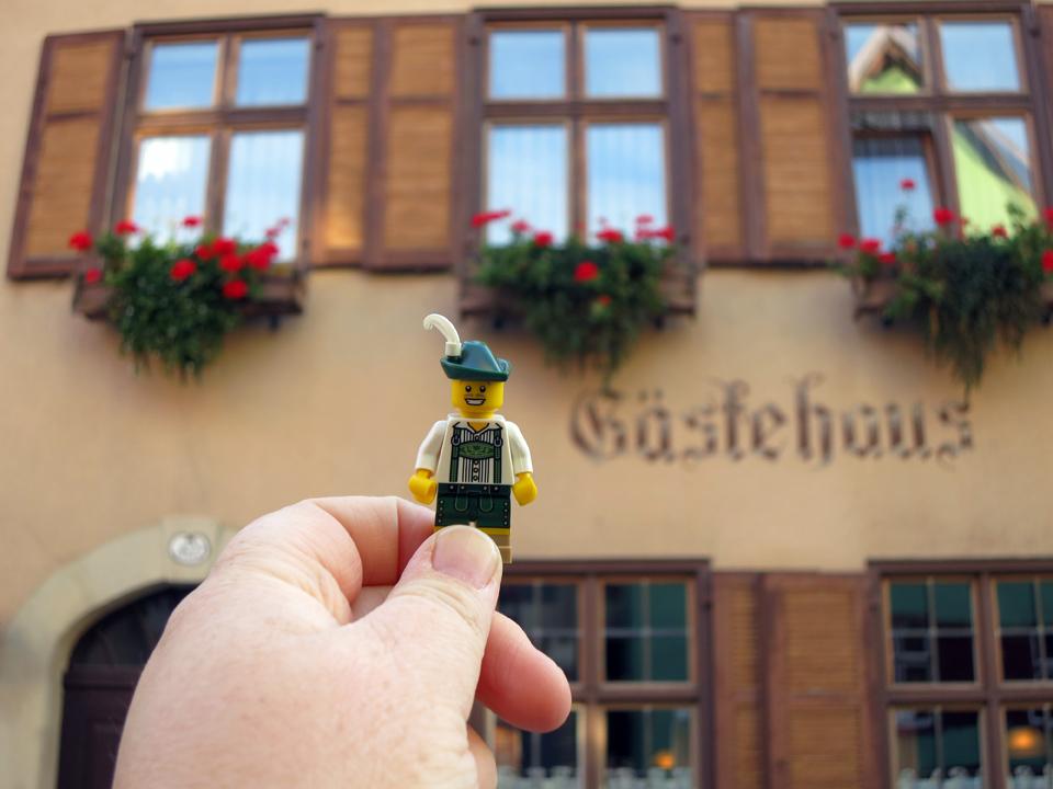 11_Bavarian-Lego-Minifigure-Dinkelsbuhl