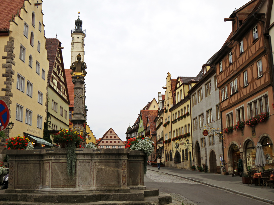 14_Rothenburg-ob-der-Tauber-Fountain