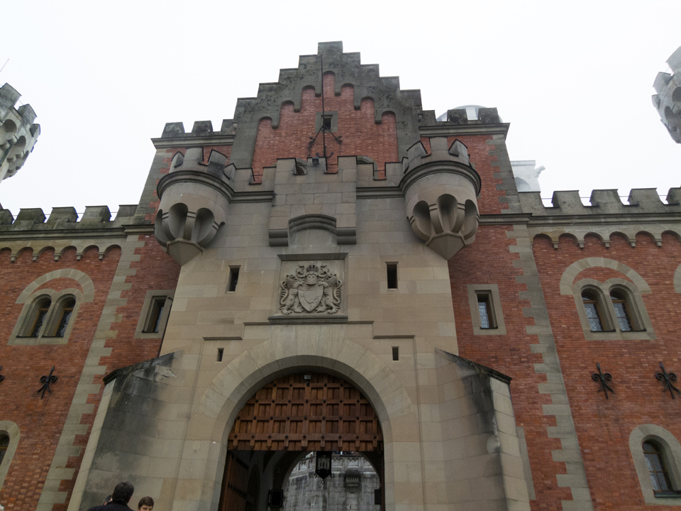18_Neuschwanstein-Gatehouse