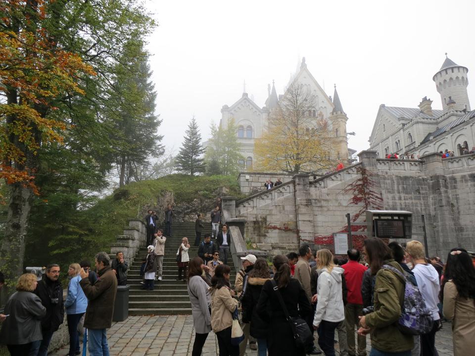 19_Neuschwanstein-Courtyard