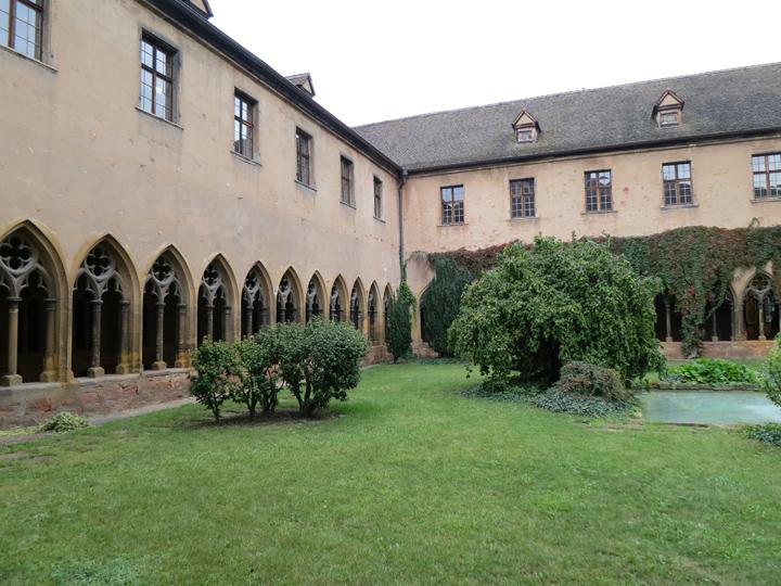 1_Courtyard-Musee-Unterlinden