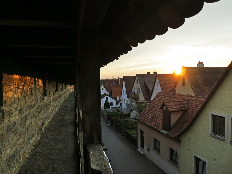 20_Walking-the-wall-Rothenburg