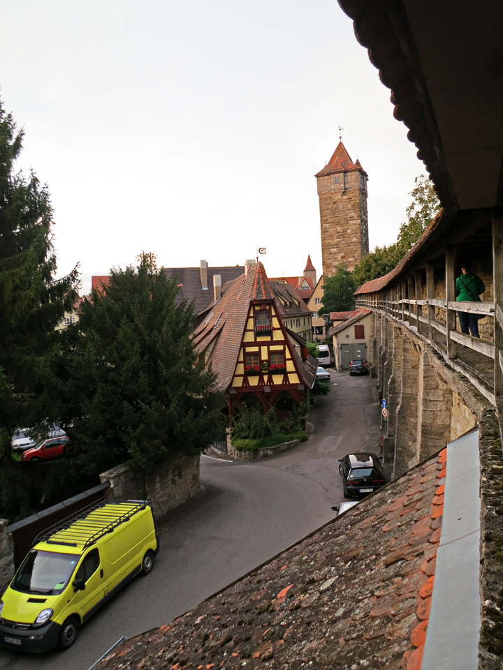 21_Walking-the-wall-Rothenburg