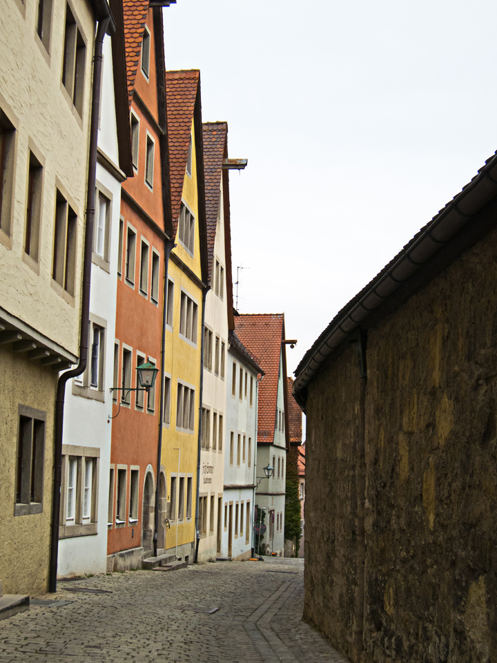 2_Orange-Yellow-Green-Houses-Rothenburg-Germany