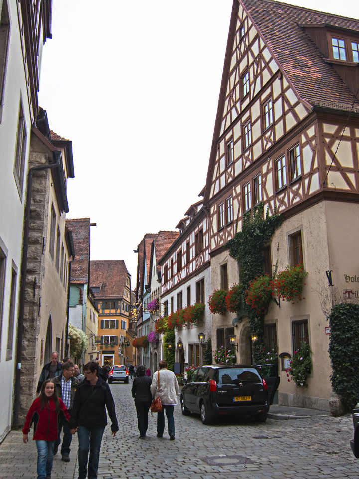 3_flowerboxes-Rothenburg-ob-der-Tauber-Germany
