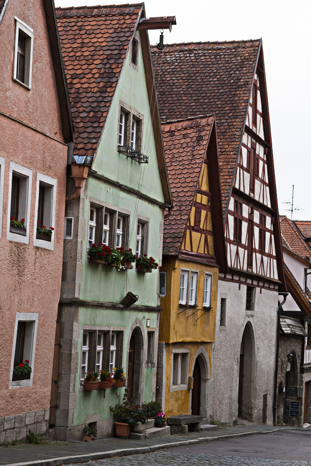7_Colorful-Houses-Rothenburg-ob-der-Tauber