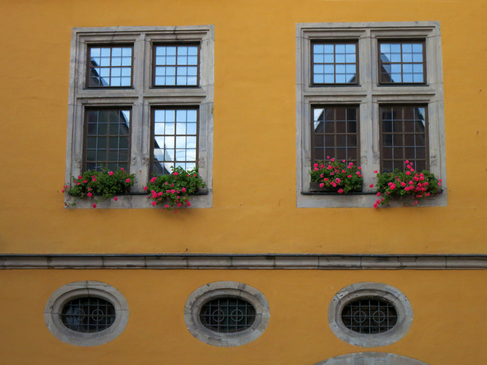 8_Dinkelsbuhl-Gorgeous-Windows