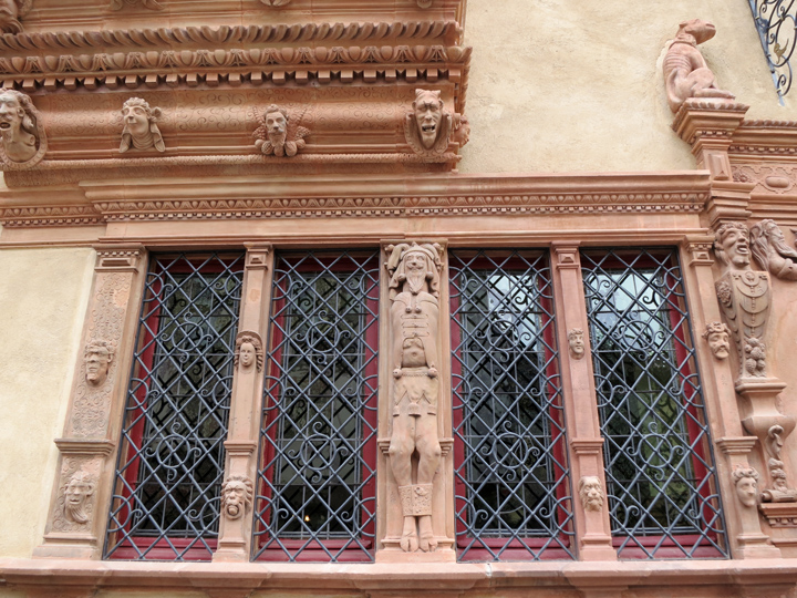9_Colmar-House-of-Heads-Detail