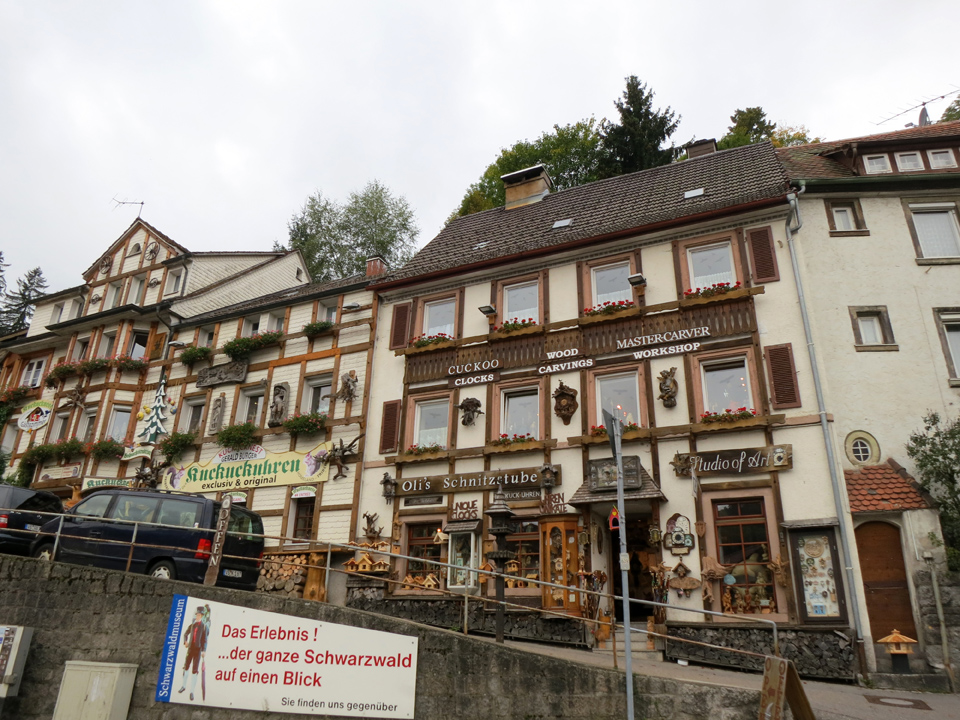 9_Wood-Carving-Cuckoo-Store-Triberg
