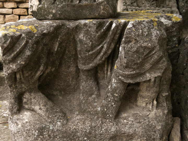 17_Roman-Ruins-Arles-disintegrating-feet