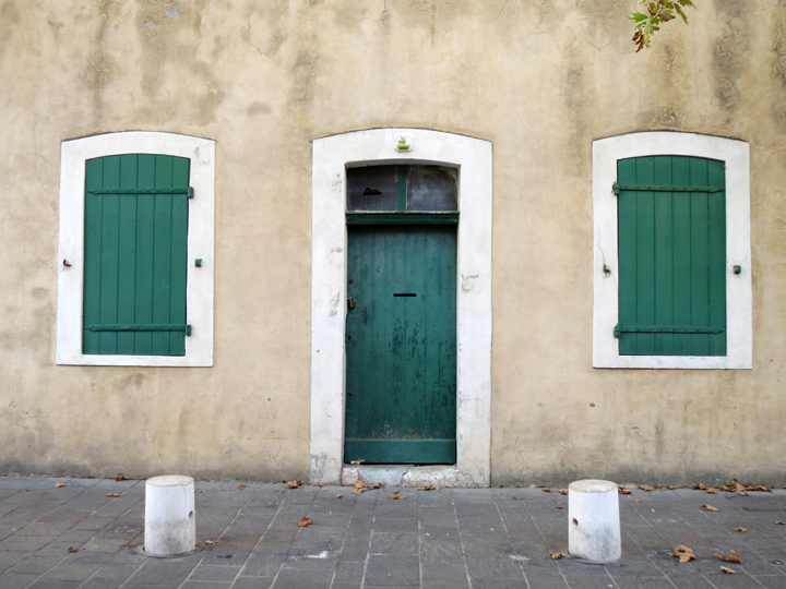 2_Green-shuttered-doors-Antibes