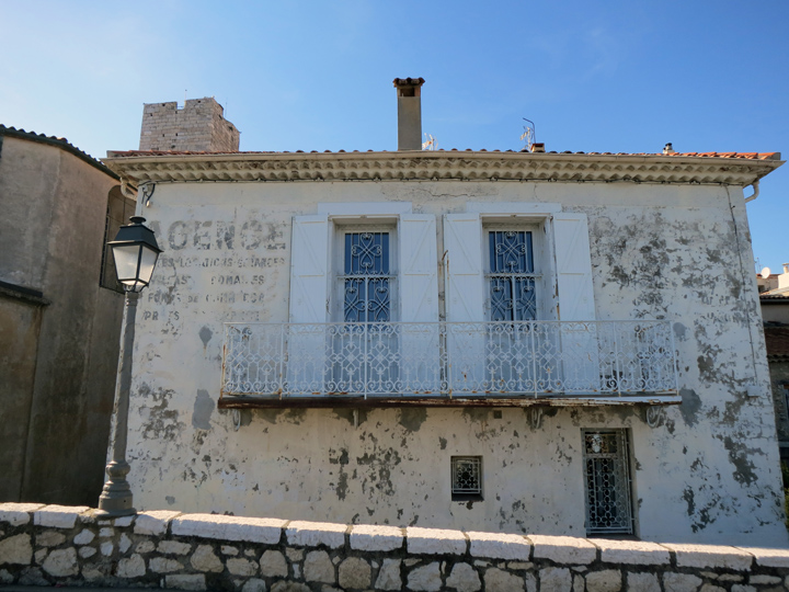 4_old-building-Antibes-France