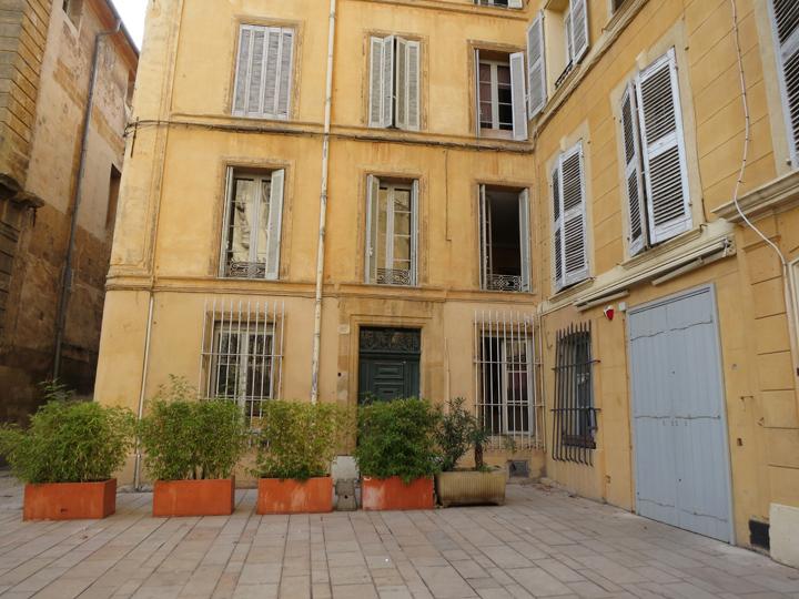 8_Blue-shutters-Aix-en-Provence
