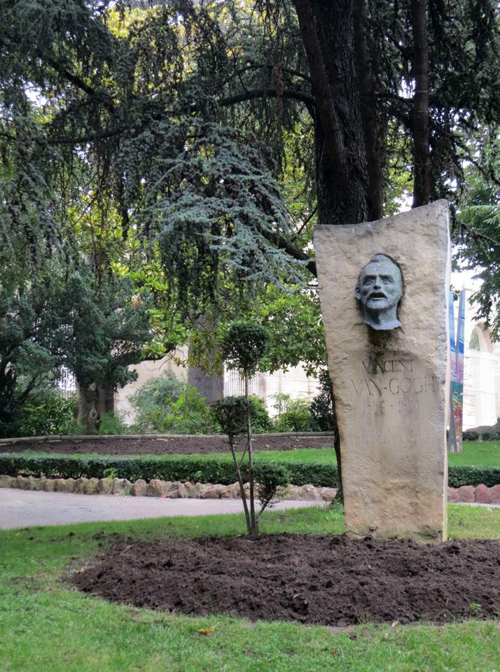 10_Van-Gogh-Sculpture-Arles