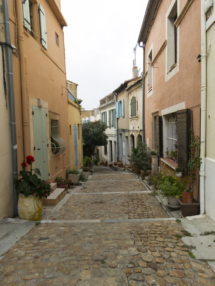 12_Beautiful-Street-Arles-France