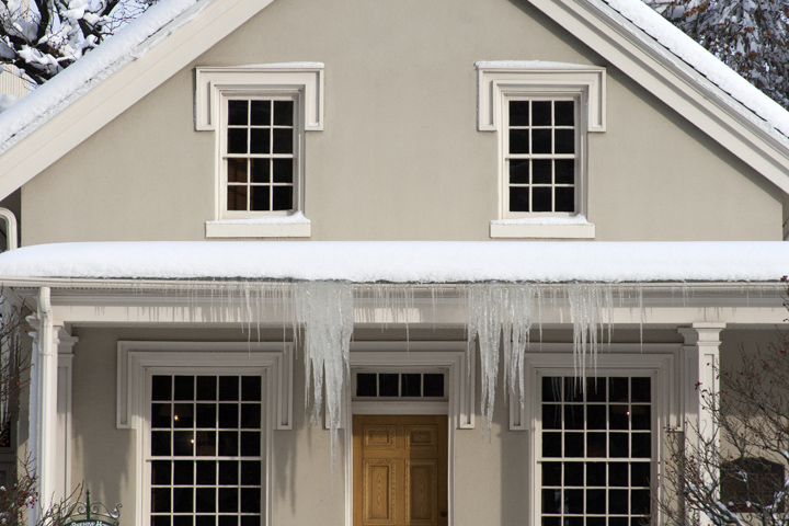 12_Icicles-on-the-Beehive-House