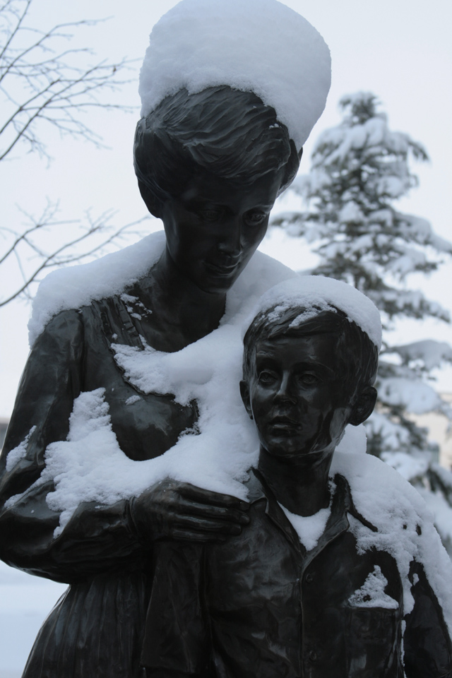 17_Mother-and-Son-Sculpture