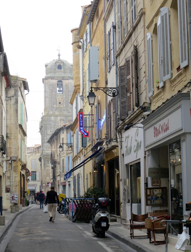 1_Charming-shops-Arles-France