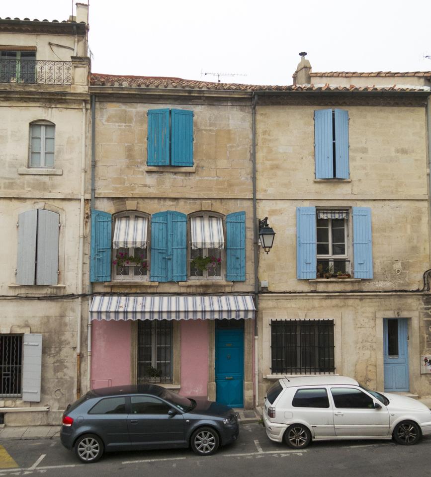 3_Blue-shutters-pink-building-Arles-France