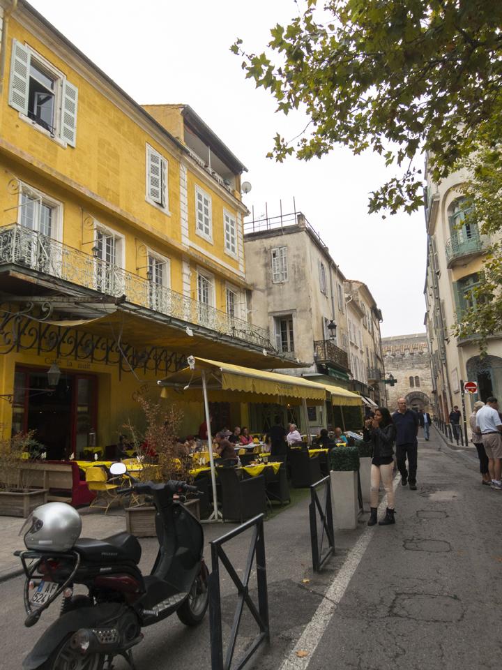 7_Van-Gogh-Cafe-Arles