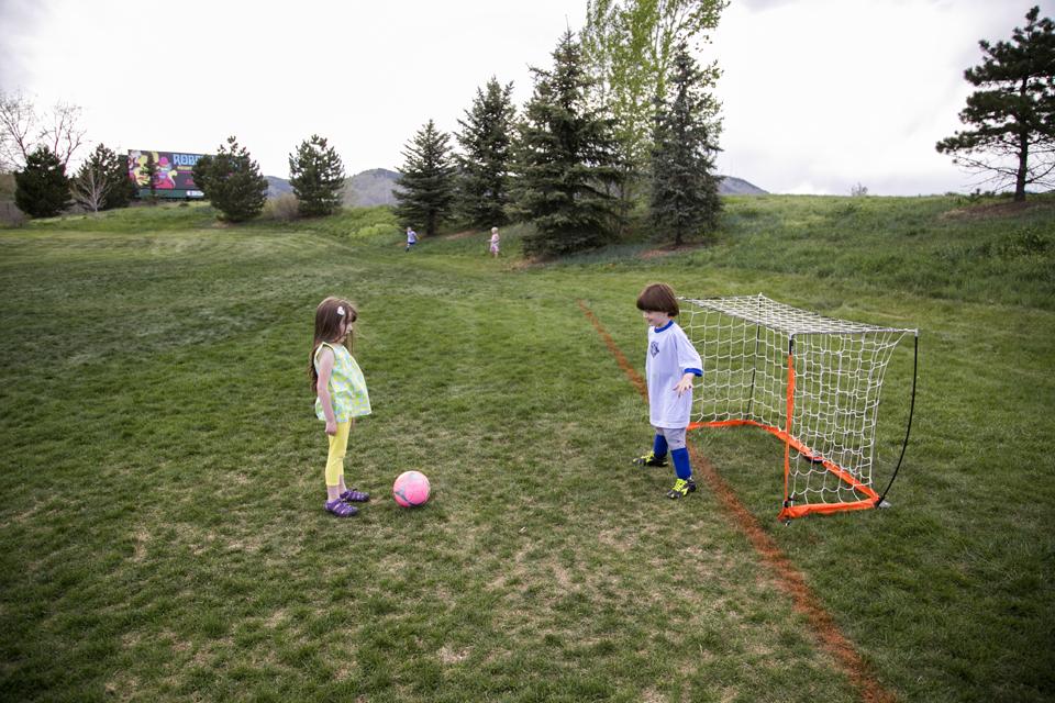 18_Soccer-standoff
