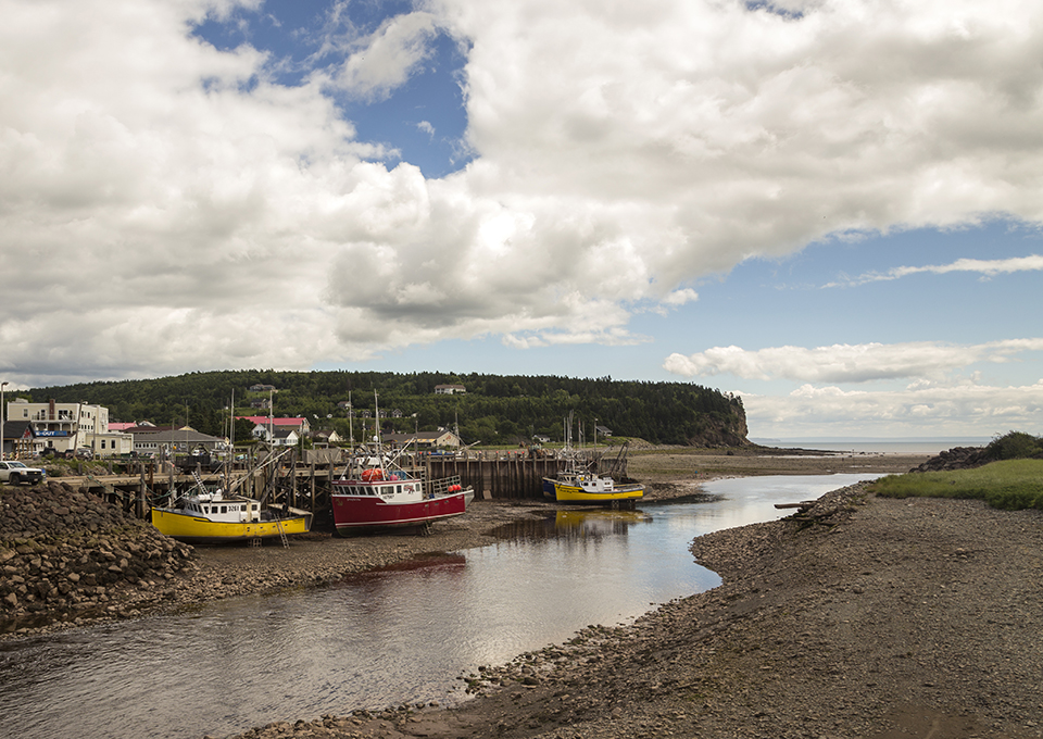colorful-boats-alma-high-tide-bay-fundy