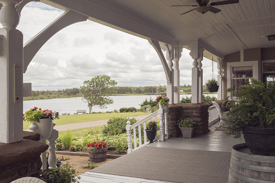 Dalvay-by-the-Sea_Porch