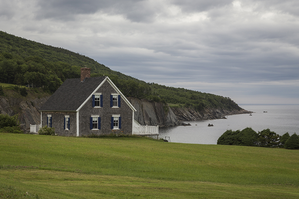 14_Clapboard-House-Overlooking-Ocean-Cape-Breton
