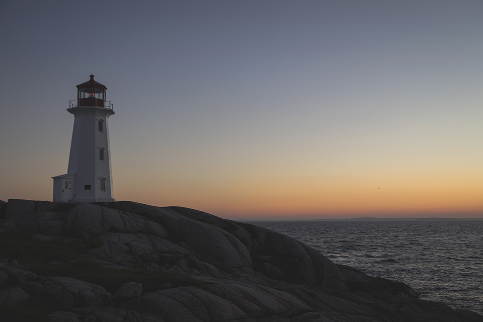 Peggys-Point-Lighthouse-Red-Lamp